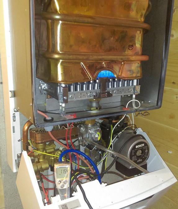 Техническое обслуживание газового настенного двухконтурного котла Buderus logomax u 042